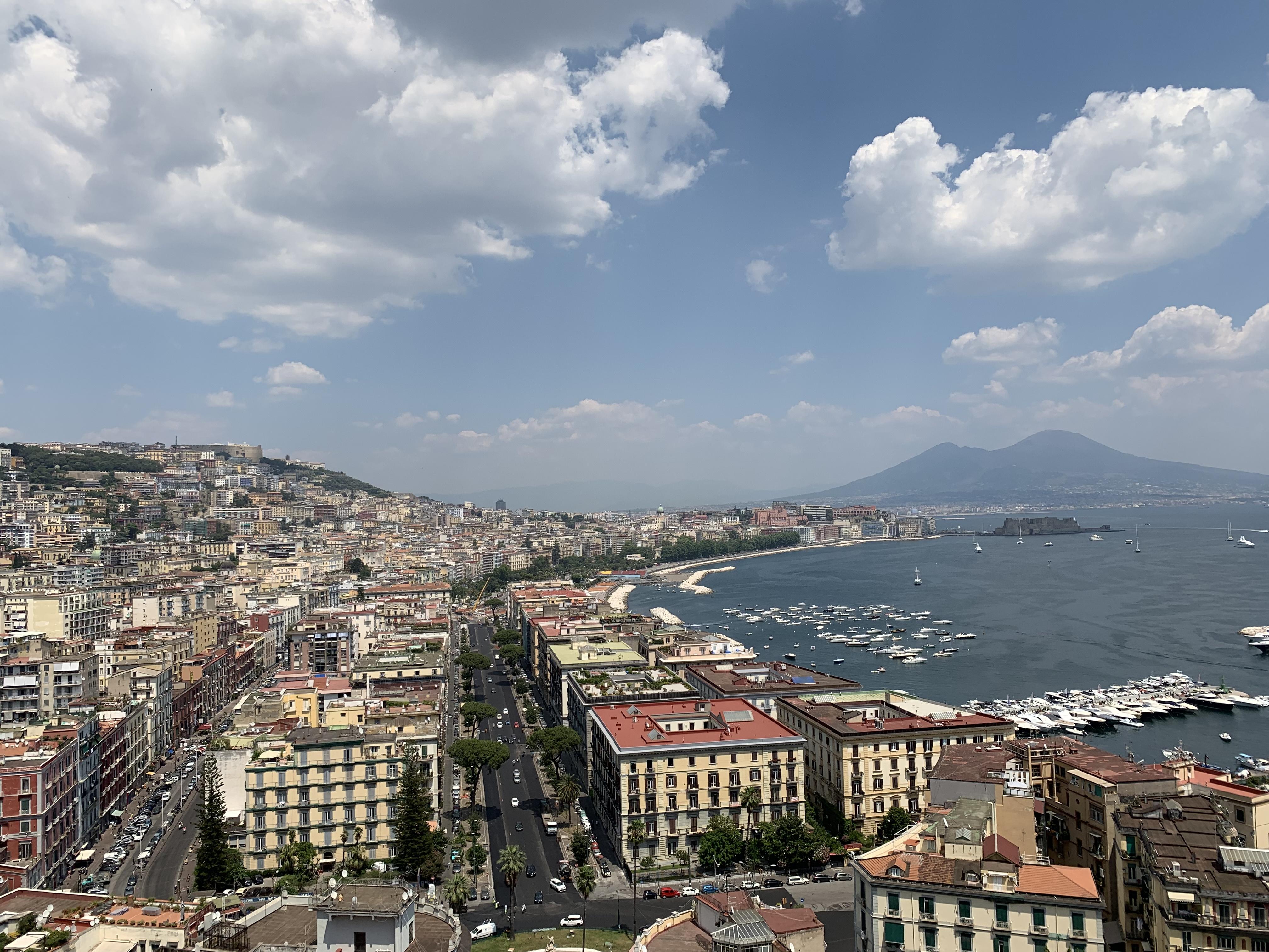 ◆週末はデニムカジュアルでナポリ街歩き◆