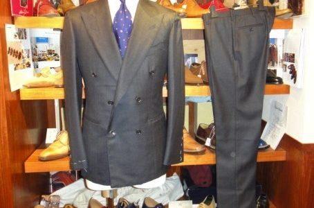 【ダルクオーレ DALCUORE】新品  合い物 ダブルスーツ 48 グレー無地